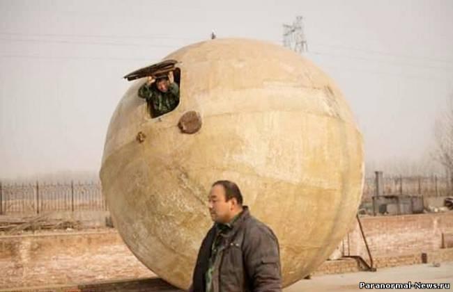 Россияне закрывают ЗАГС, китайцы готовят праздничное меню, люди строят ковчеги, а украинцы запасаются водкой.